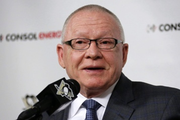 Penguins de Pittsburgh Le directeur général Jim Rutherford démissionne)