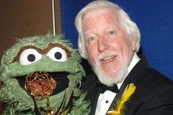Big Bird et Oscar the Grouch en deuil de leur marionnettiste