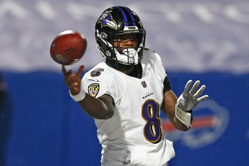 NFL Les Ravens exercent l'option de la cinquième année du contrat de Lamar Jackson)