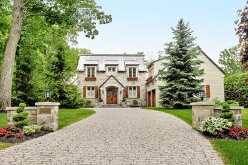 Maison ancienne au cœur éternel à Laval-sur-le-Lac)