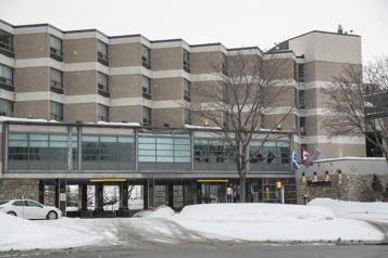 Ratés de la quarantaine à l'hôtel Ottawa veut corriger le tir)