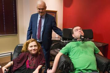 Aide médicale à mourir: Ottawa réclame un délai