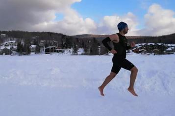 Record du monde du demi-marathon pieds nus sur neige et glace à Lac-Beauport)