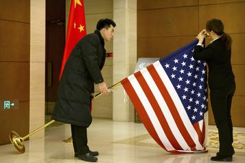 La Chine gèle les nouvelles accréditations de médias américains)