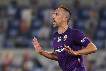 Cambriolé, Franck Ribéry laisse planer le doute sur son avenir en Italie)