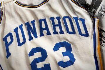 Un maillot de basket de Barack Obama jeune adjugé 120000dollars