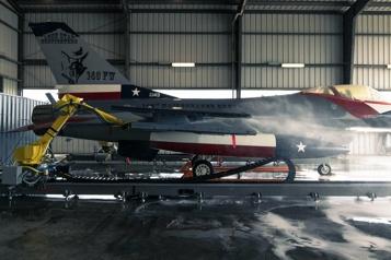 Le «lave-auto pour F-16» de l'aviation américaine se robotise)