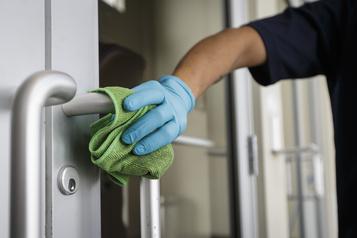 Des employés d'entretien ménager du privé demandent une prime de risque