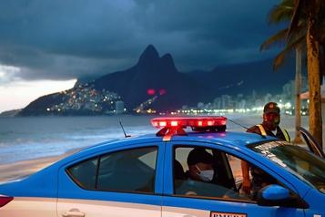 COVID-19 au Brésil: plan de réouverture graduelle à Rio de Janeiro)