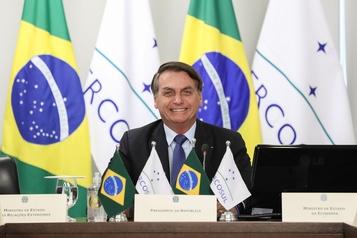 Brésil: le port du masque encore assoupli par Bolsonaro)