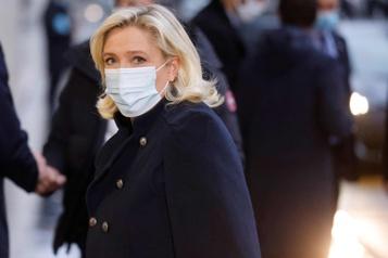 Sondage sur la présidentielle française LePen devancerait légèrement Macron au premier tour)
