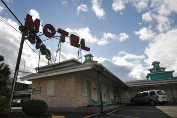 Intrusion dans un motel: la police de Longueuil ouvre une enquête )