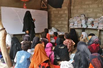 Au Yémen, une enseignante ouvre sa maison aux enfants déscolarisés)