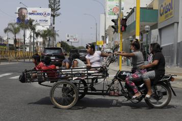Pérou Les Péruviens dans l'attente du résultat du 1er tour de la présidentielle)