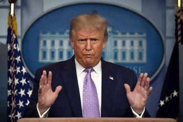 Twitter interdit momentanément à l'équipe de campagne de Trump de tweeter )