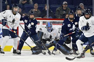 Vague de soutien pour le hockey féminin qui réclame une ligue professionnelle)