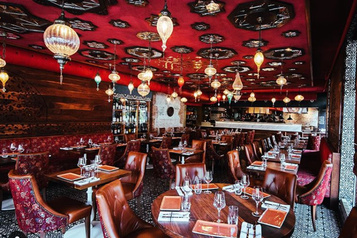 Champagne et fattoush au restaurant Damas