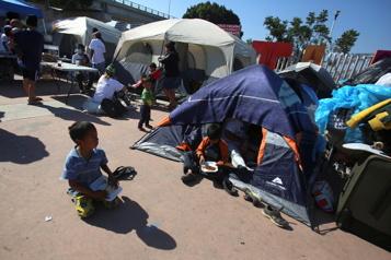 L'afflux de milliers de mineurs à la frontière américaine inquiète)