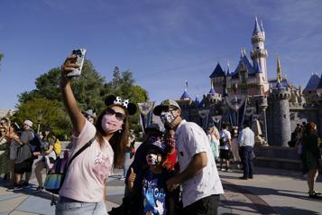 Disneyland rouvre ses portes après une fermeture d'un an)