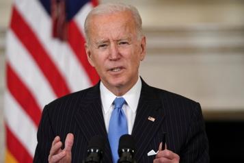 Biden promet des vaccins pour tous les adultes américains d'ici fin mai)