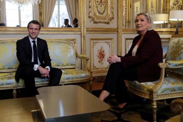 À un an des élections, Emmanuel Macron bifurque à droite)