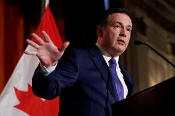 Le premier ministre de l'Alberta ordonne aux ministres de rester au pays)