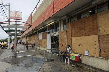 Mexique L'ouragan Zeta rétrogradé en tempête tropicale)