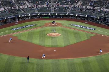 Hausse du salaire minimum au Baseball majeur)