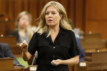 Doses de vaccins différents Les conservateurs pressent Ottawa de trouver une solution pour les voyageurs)