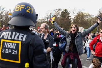Restrictions COVID-19 L'Allemagne adopte la ligne dure, incidents lors d'une manifestation)