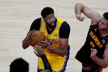 Les Lakers seront privés d'Anthony Davis pour deux à trois semaines)