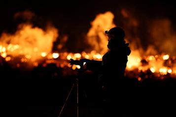 Islande: l'éruption continue et est toujours aussi populaire)
