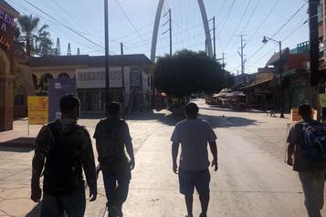 Expulsés par Trump, les migrants mexicains attendent Biden)