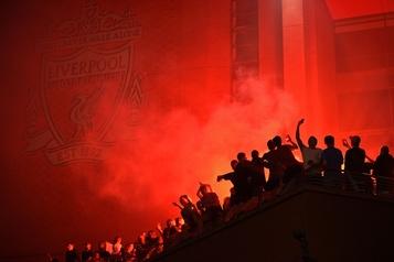 Trente ans après, Liverpool monte à nouveau sur le trône)