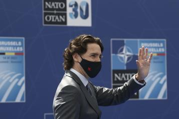 Trudeau discute avec l'OTAN et l'Europe)