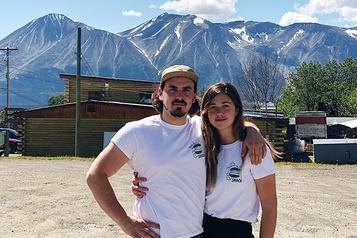 Projet de couple Vent de liberté au nord de la Colombie-Britannique)