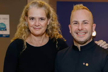 Yannick Nézet-Séguin jase avec Julie Payette)