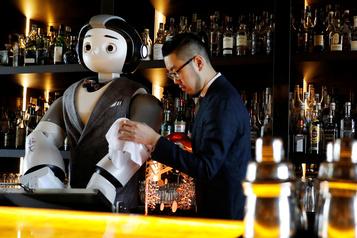 Un robot entre dans un bar... et prépare votre cocktail)