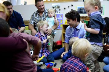 Les libéraux promettent plus d'aide aux parents