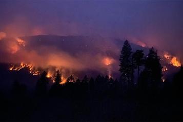 Incendies de forêt en Colombie-Britannique L'inquiétude monte d'un cran)