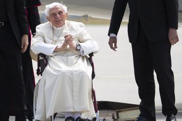 Le Vatican veut rassurer sur la santé de l'ancien pape BenoîtXVI)