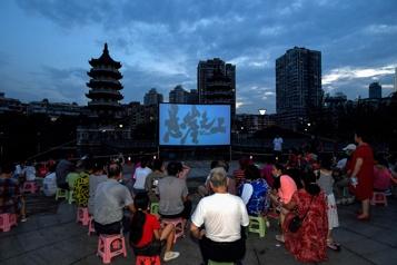 Chine Wuhan dépiste ses habitants après la réapparition de la COVID-19)