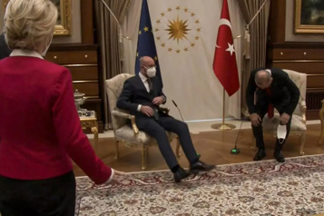 Incident protocolaire Von derLeyen met en garde Michel lors de leur première réunion après le sofagate)