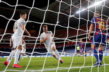 Bayern écrase Barcelone 8-2 en Ligue des Champions)