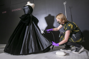 L'exposition sur Dior mijote au musée McCord)