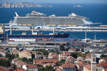 Marseille s'attaque à la pollution des bateaux de croisière