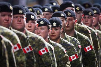 Le Canada a dû être aidé par le Royaume-Uni pour transporter des soldats)