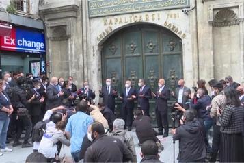 Coronavirus: le Grand Bazar d'Istanbul rouvre, la Turquie lève des restrictions)