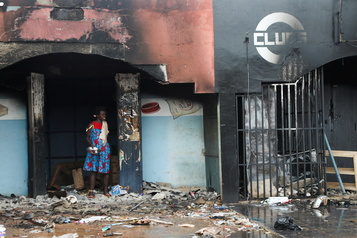 Violences en Côte d'Ivoire Plus de 10000 personnes quittent le pays)