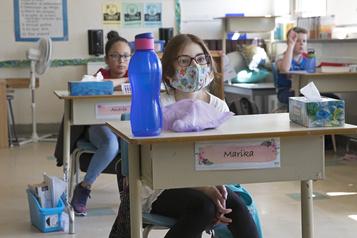Masque obligatoire dans les écoles: Québec n'entend pas imiter l'Ontario )